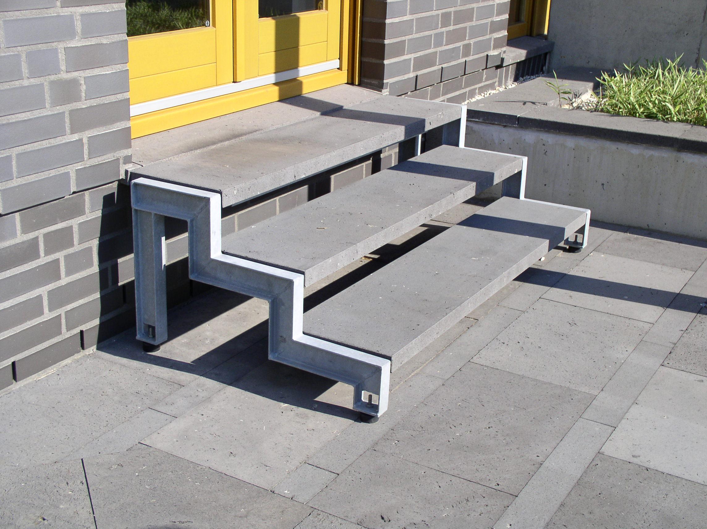 Aussentreppe Basaltlava Stahl verzinkt